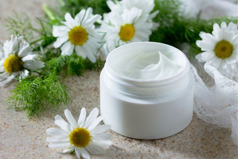 Chamomile creams and other plants – How medicinal plants can help your skin